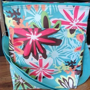 31 Picnic Thermal tote with teal daisy pattern